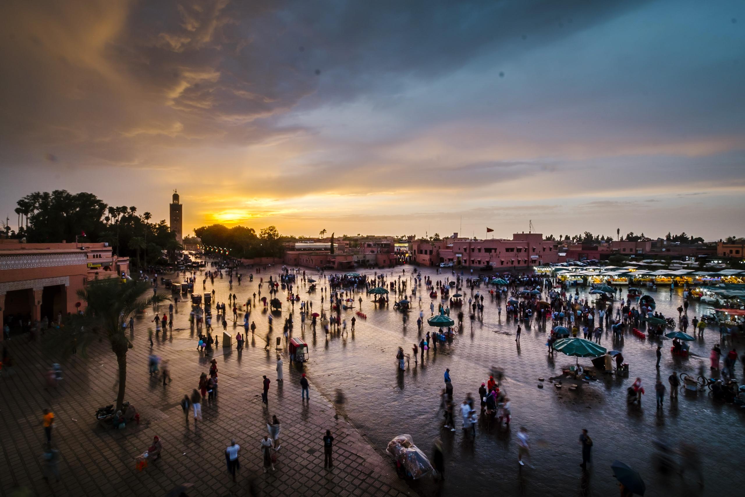 Piazza di Marrakesh al tramonto